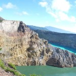 kelimutu three color lake